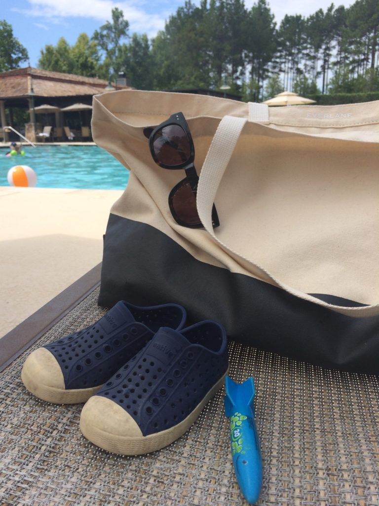 Everlane Beach Tote Review  | Lindsey Kubly Blog